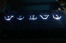 Volvo FH16 Grill mit beleuchteter Acryl Logo 1:14