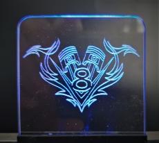 Acrylglas V8 mit Kolben Tribal + Beleuchtung